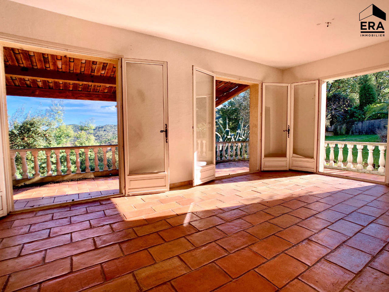 maison a vendre les adrets de l esterel 4 pi ces 85 m. Black Bedroom Furniture Sets. Home Design Ideas